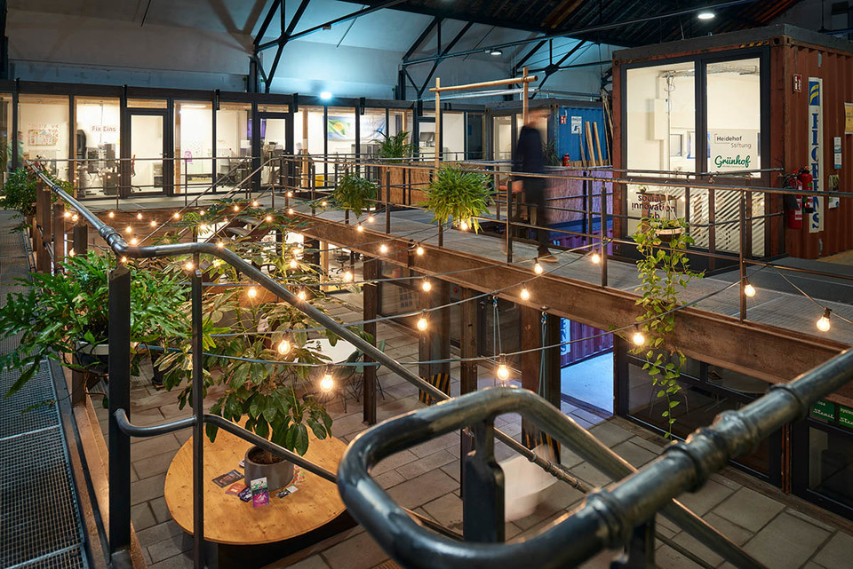Moderner Kreativpark in Industriehalle