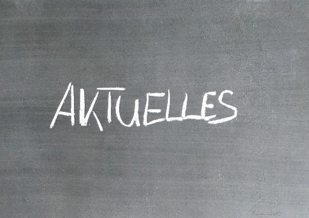 Schriftzug Aktuelles auf Tafel
